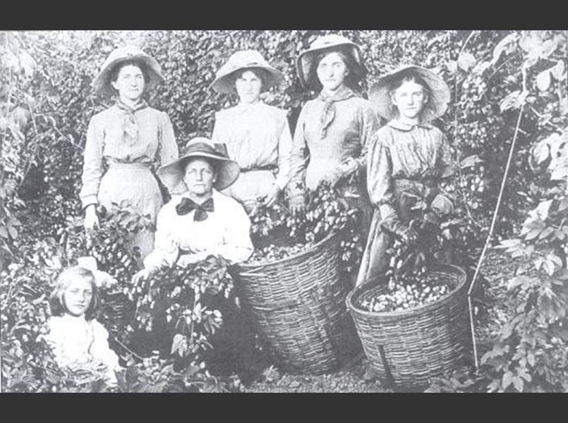 A family of hop pickers in 1912